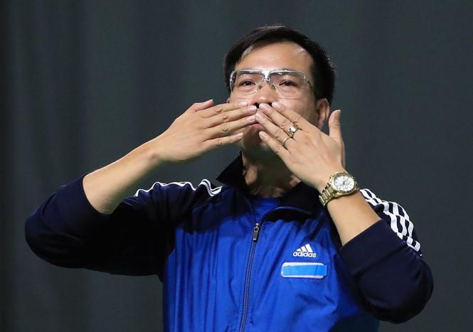 Xạ thủ Hoàng Xuân Vinh mắt cận 2,5 độ, nhưng vẫn giành HCV và HCB Olympic Rio 2016 - Ảnh 2.