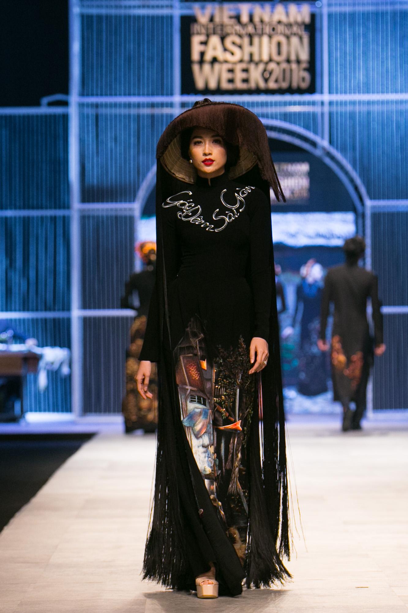 Chi Pu kiêu kì dắt cún trình diễn thời trang trên sàn diễn VIFW - Ảnh 75.