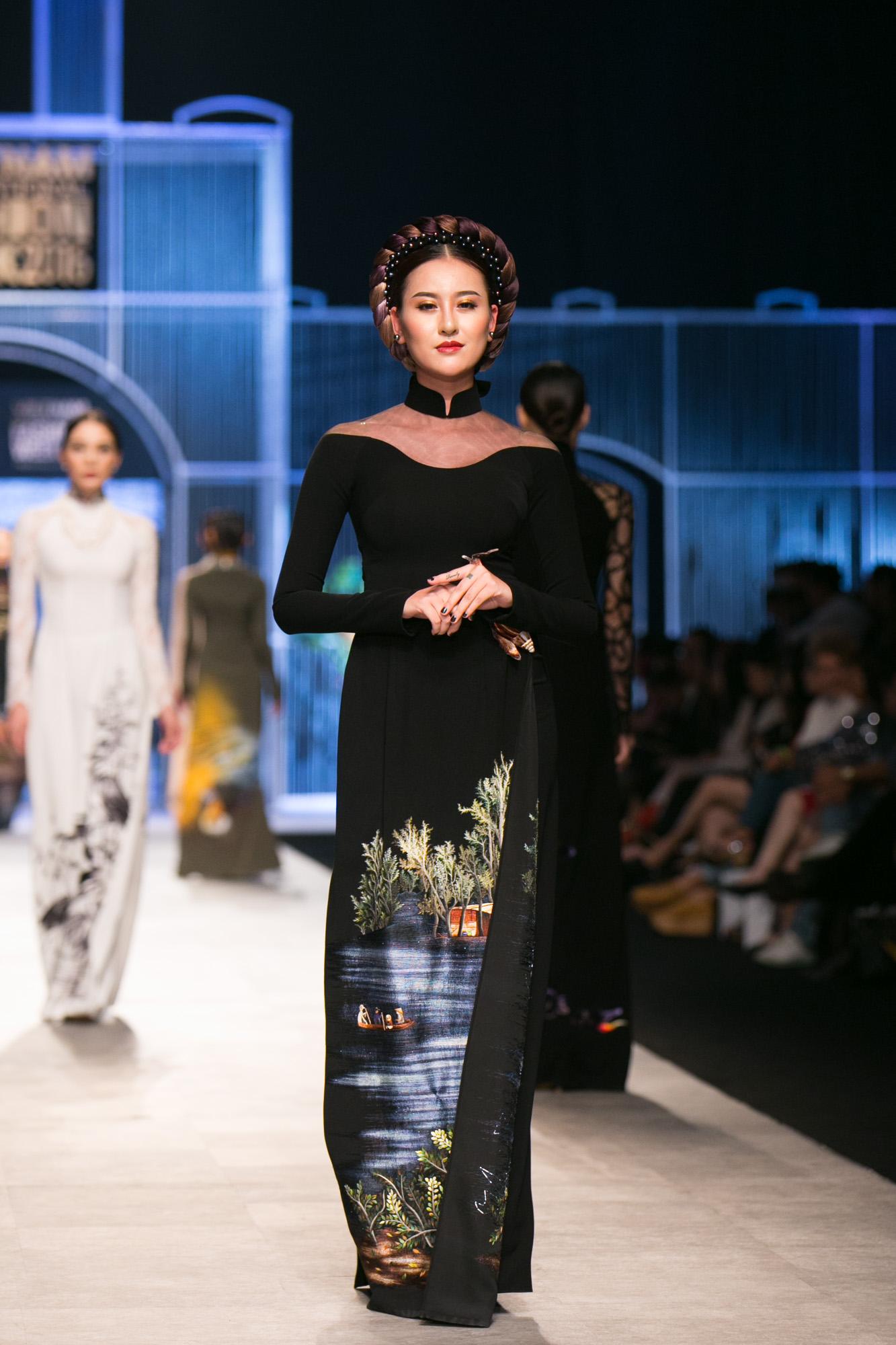 Chi Pu kiêu kì dắt cún trình diễn thời trang trên sàn diễn VIFW - Ảnh 81.
