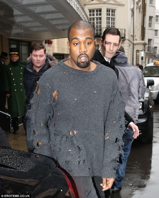 Cuối cùng, vợ chồng nhà Kim cũng nhân bản thành công mốt áo rách như... ăn mày - Ảnh 4.