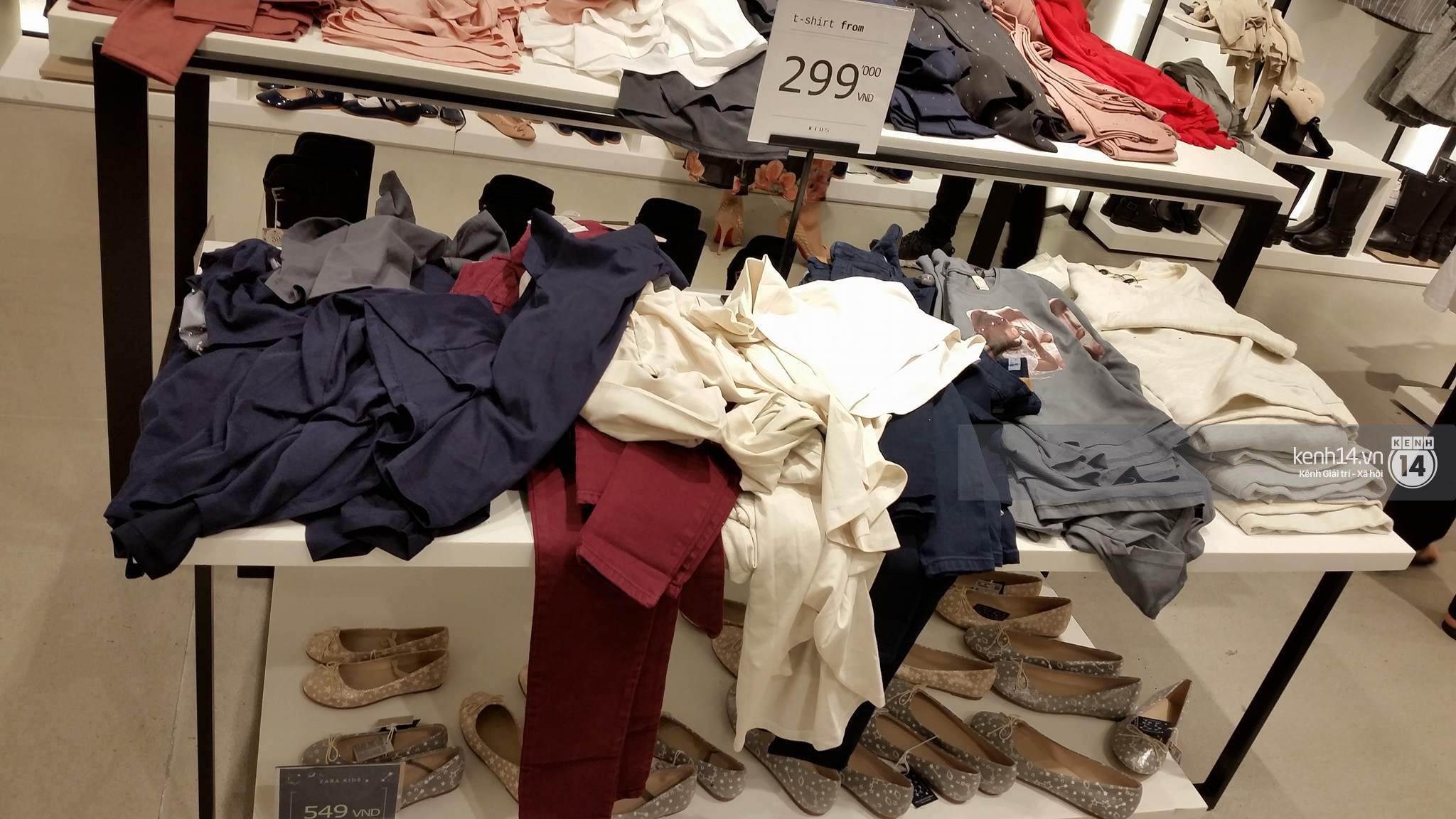 Gần đến giờ đóng cửa, store Zara Việt Nam vẫn đông nghịt, từng hàng dài chờ thanh toán hóa đơn cả chục triệu - Ảnh 13.