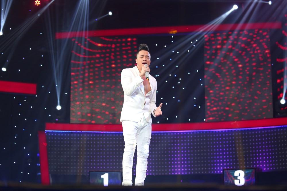 Hương Tràm bị thí sinh nam lừa để hôn môi ngay trên sân khấu - Ảnh 4.