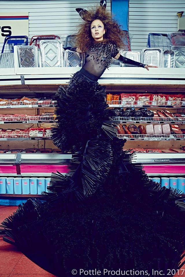 Thí sinh Next Top Mỹ ngã sấp mặt khi mang giày của Lady Gaga - Ảnh 18.