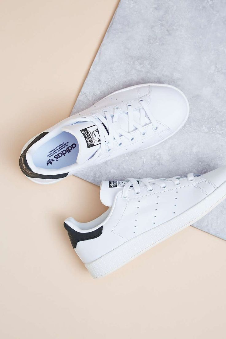 Phiên bản không đường may đầy tinh giản này của adidas Stan Smith sẽ khiến mọi tín đồ xiêu lòng - Ảnh 1.