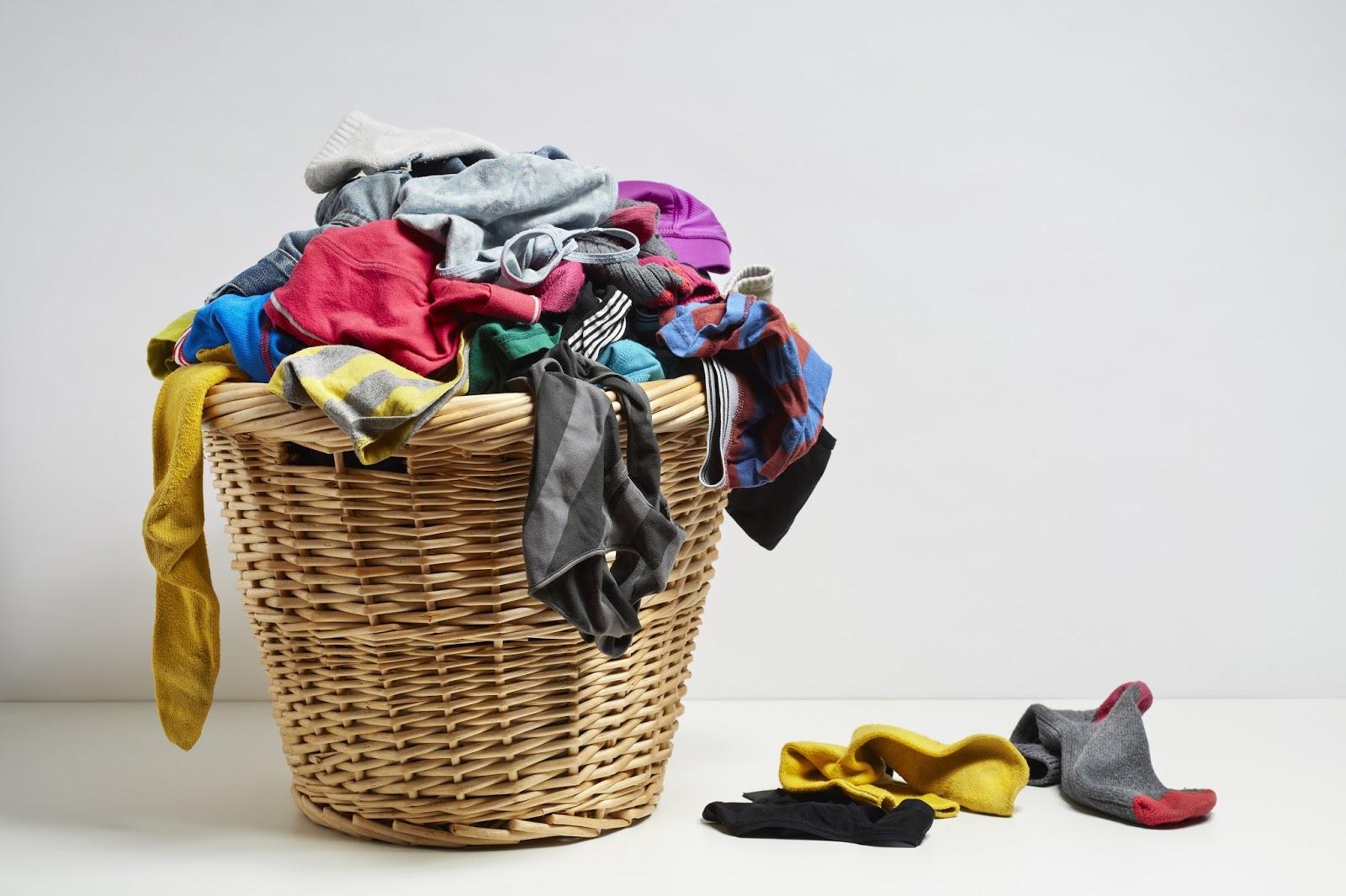 4 sai lầm ai cũng mắc phải khi giặt đồ lót khiến vùng kín dễ bị nhiễm bệnh hơn - Ảnh 1.