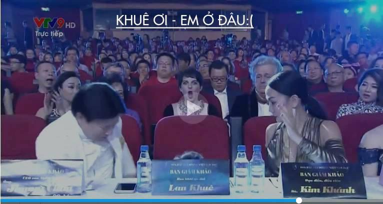 Clip: Lan Khuê gặp sự cố, lọt thỏm xuống ghế khiến khán giả hoảng hốt khi ngồi ghế giám khảo Hoa hậu Đại dương - Ảnh 1.