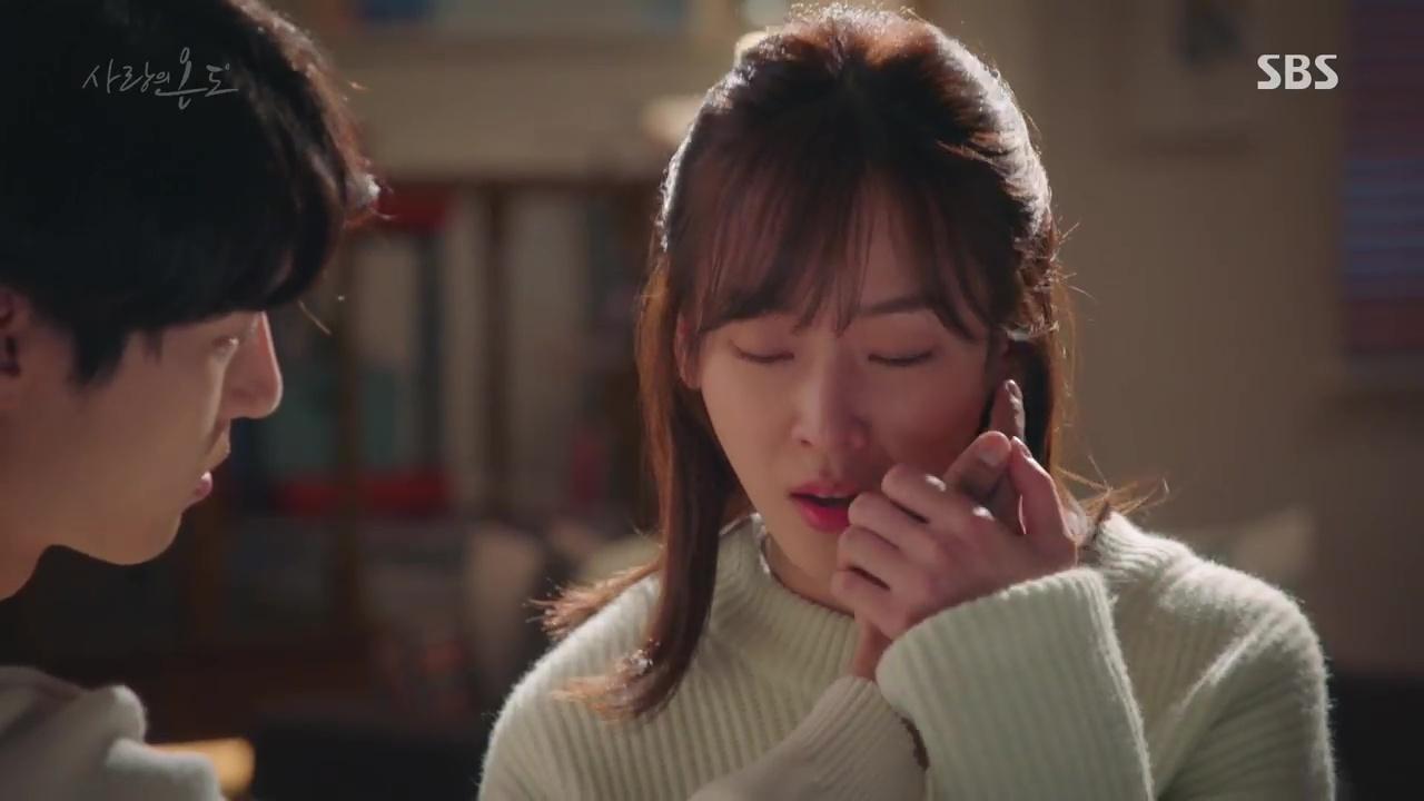 Nhiệt Độ Tình Yêu: Fan phát điên vì Seo Hyun Jin được trai trẻ bế lên sofa - Ảnh 3.