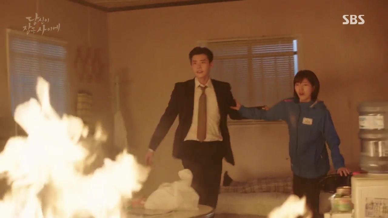 Khi Nàng Say Giấc: Lee Jong Suk và Suzy được anh trai của kẻ thù giải cứu - Ảnh 4.