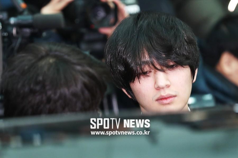 Trong tang lễ Jonghyun, có những người cố nín khóc: Anh cứ an tâm ra đi, chúng em ở lại sẽ cố thay anh mạnh mẽ - Ảnh 9.