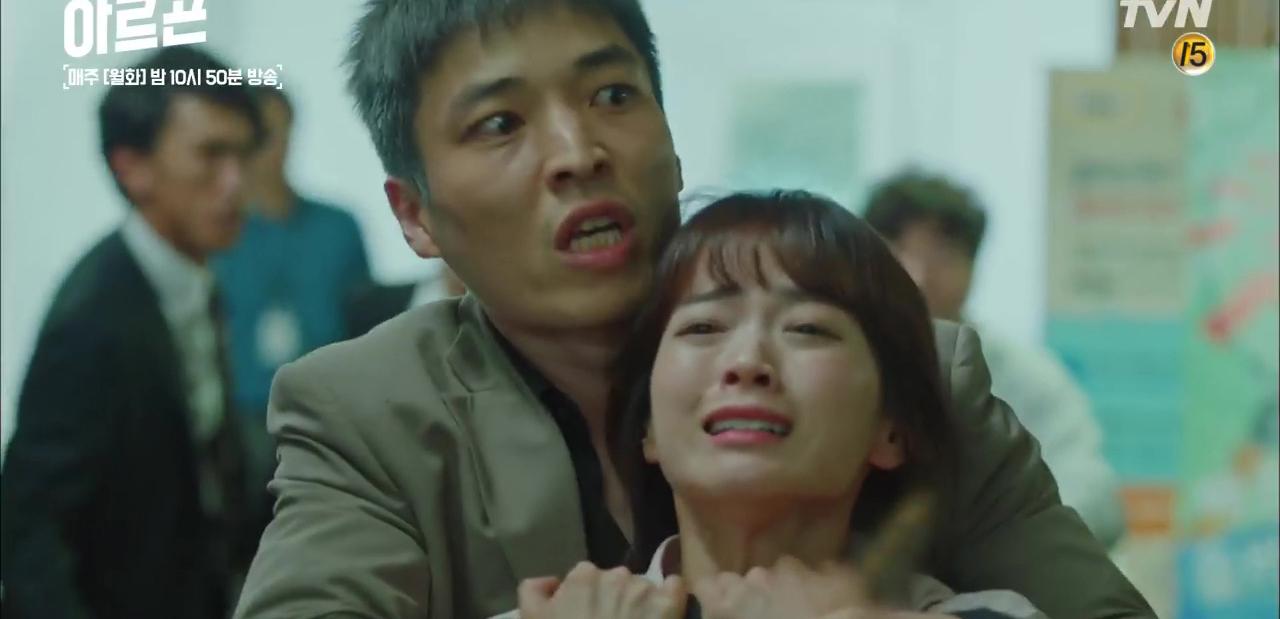 Bông hồng xứ Hàn bỗng... chửi thề ầm ầm trên sóng truyền hình - Ảnh 6.