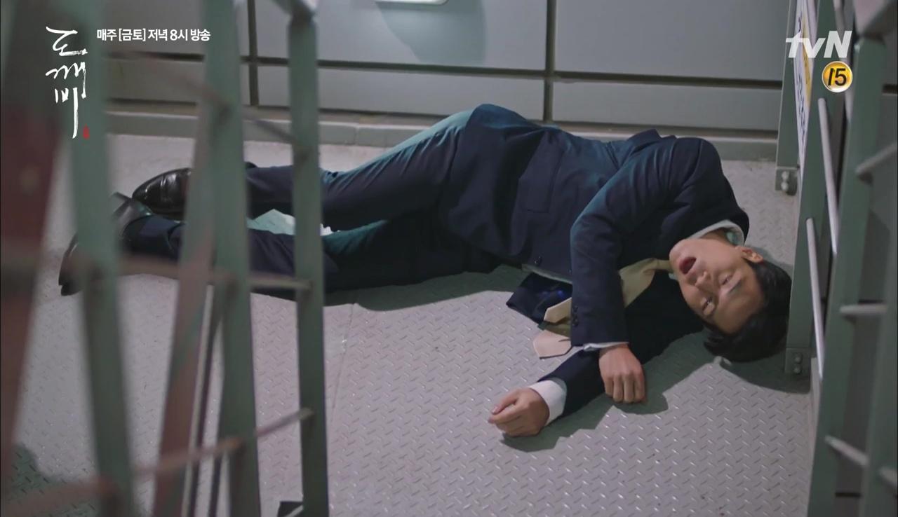 """""""Goblin"""": Xuất hiện thây ma đội mồ sống dậy, đe dọa cô dâu của Gong Yoo - Ảnh 10."""