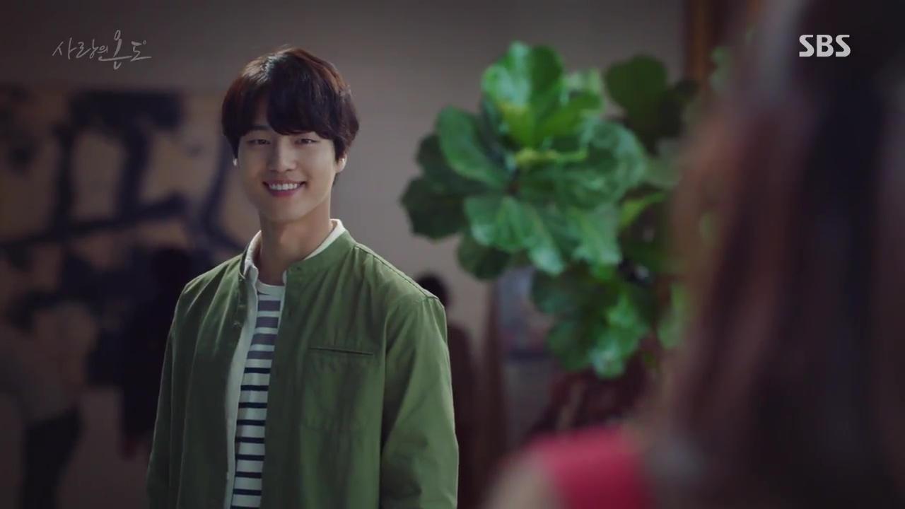 Nam thứ đáng thương nhất Hàn Quốc: Cay đắng nhìn bạn thân và crush ôm nhau - Ảnh 17.