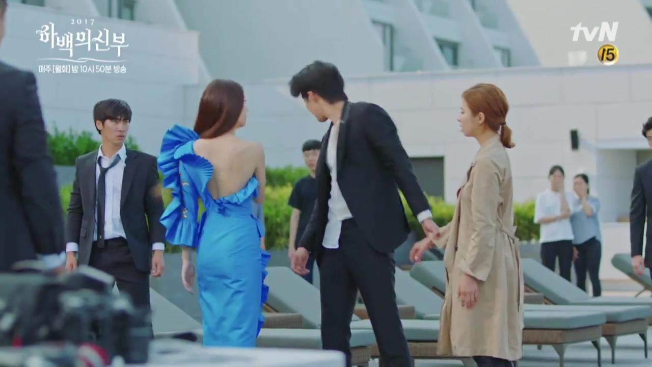 Krystal mặc sến như con cá cảnh, tát Thủy thần Nam Joo Hyuk cái bốp - Ảnh 3.
