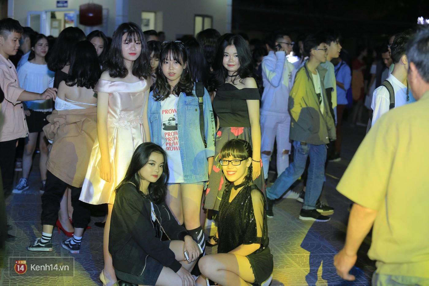 Trai xinh gái đẹp trường Lê Quý Đôn (Hà Nội) quẩy tưng bừng trong prom chào mừng 20/11 - Ảnh 3.