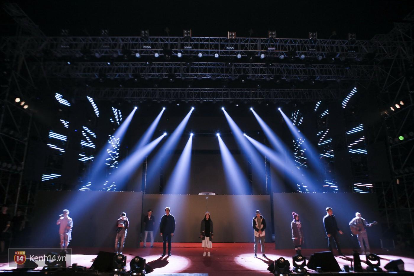 Noo Phước Thịnh tập trung cao độ cho buổi tổng duyệt chính thức trước thềm liveshow kỉ niệm 9 năm ca hát - Ảnh 13.