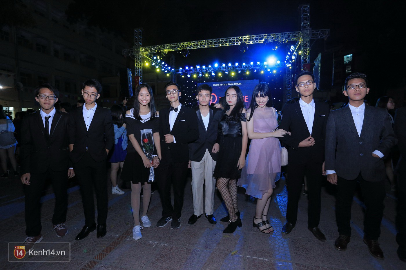 Trai xinh gái đẹp trường Lê Quý Đôn (Hà Nội) quẩy tưng bừng trong prom chào mừng 20/11 - Ảnh 2.