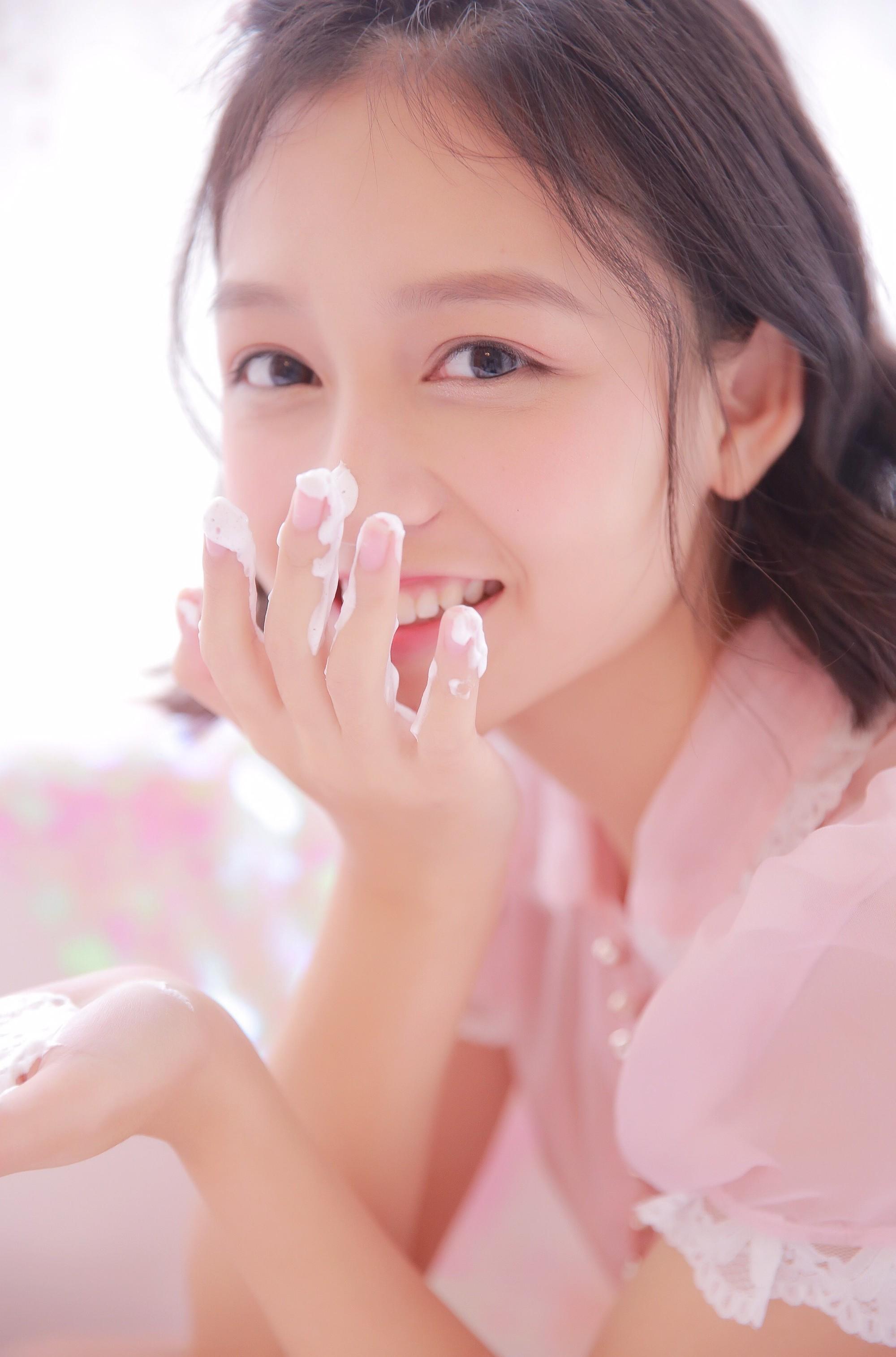 Cô bạn Trung Quốc đốn tim người đối diện chỉ với 1 nụ cười siêu dễ thương - Ảnh 2.