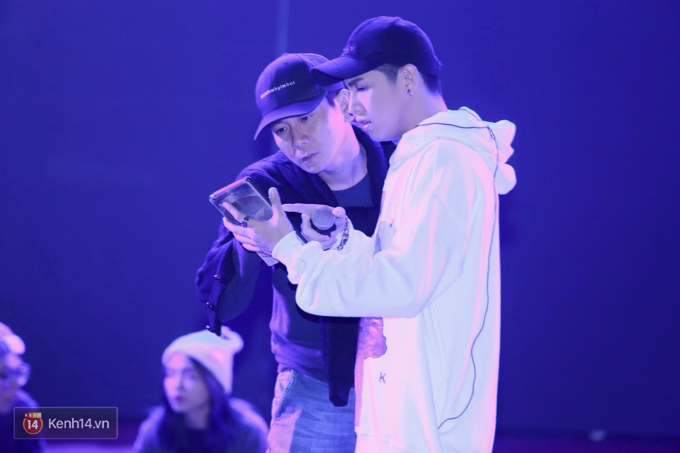 Noo Phước Thịnh tập trung cao độ cho buổi tổng duyệt chính thức trước thềm liveshow kỉ niệm 9 năm ca hát - Ảnh 15.