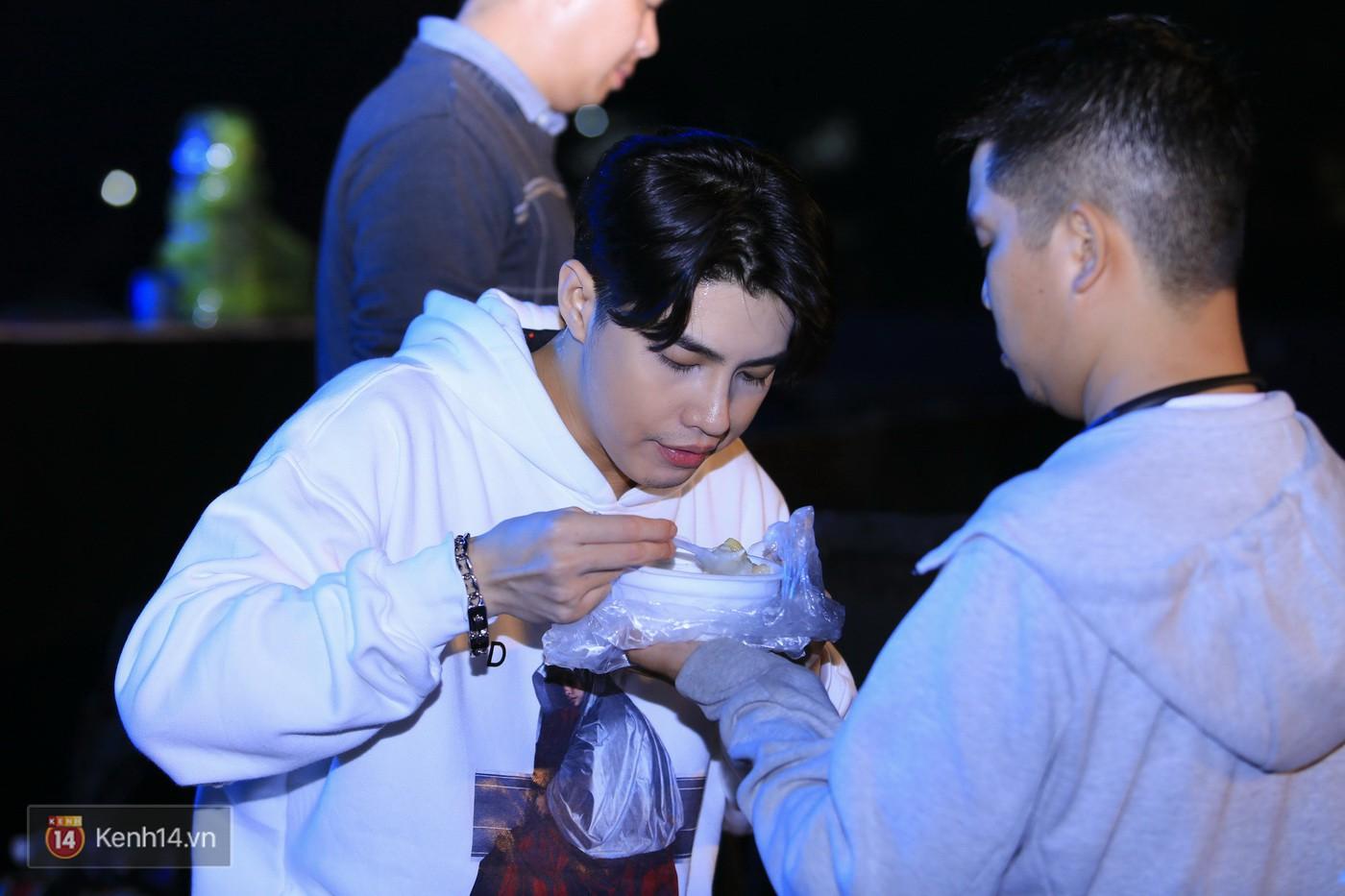Noo Phước Thịnh tập trung cao độ cho buổi tổng duyệt chính thức trước thềm liveshow kỉ niệm 9 năm ca hát - Ảnh 14.