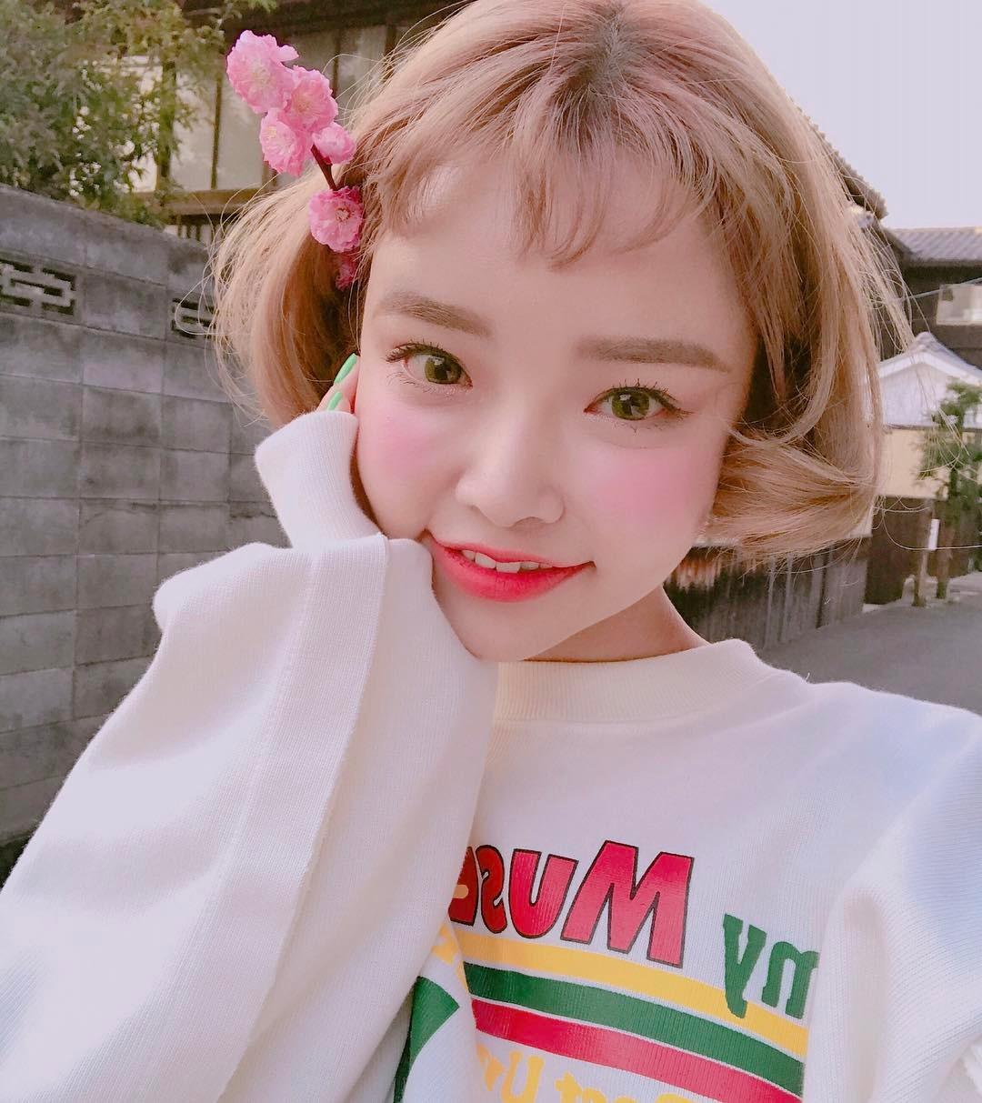 Con gái từ Hàn sang Việt cứ đập cả mặt với tiêm má tròn căng, lẽ nào xu hướng mặt phù sắp tiếm ngôi mặt V-line? - Ảnh 1.