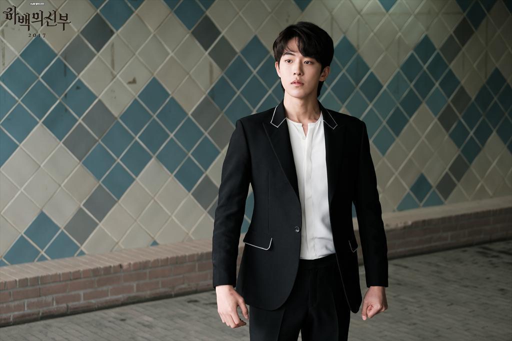 Sau khi dìm được Jo In Sung, Nam Joo Hyuk lại lo lắng vì lần đầu được đóng phim điện ảnh - Ảnh 3.