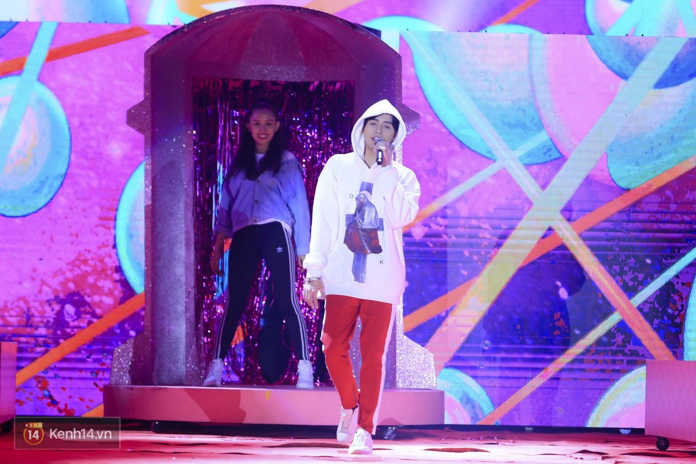 Noo Phước Thịnh tập trung cao độ cho buổi tổng duyệt chính thức trước thềm liveshow kỉ niệm 9 năm ca hát - Ảnh 4.