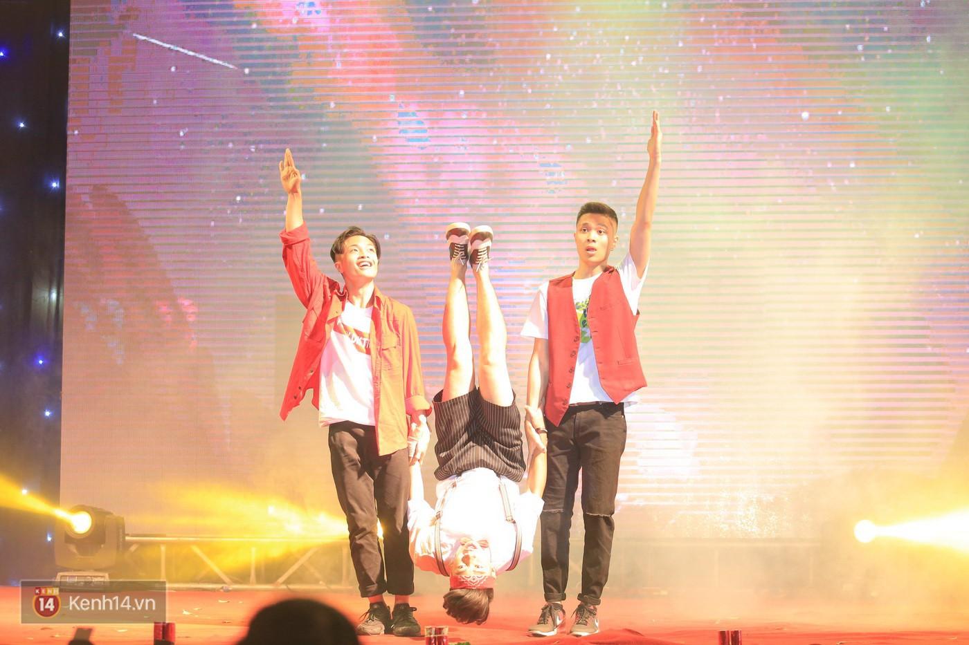 Trai xinh gái đẹp trường Lê Quý Đôn (Hà Nội) quẩy tưng bừng trong prom chào mừng 20/11 - Ảnh 12.