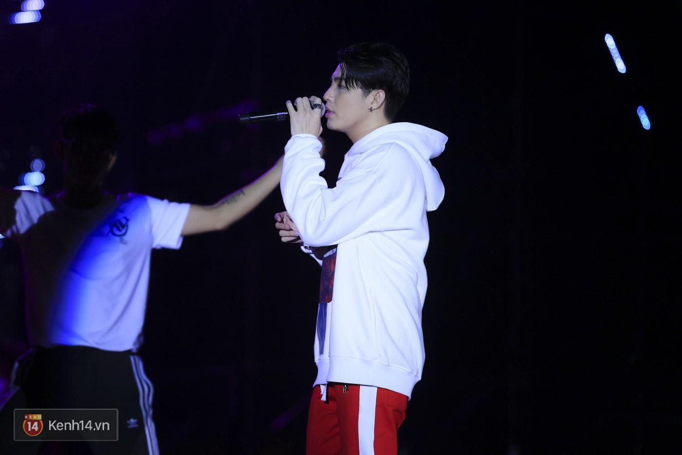 Noo Phước Thịnh tập trung cao độ cho buổi tổng duyệt chính thức trước thềm liveshow kỉ niệm 9 năm ca hát - Ảnh 9.