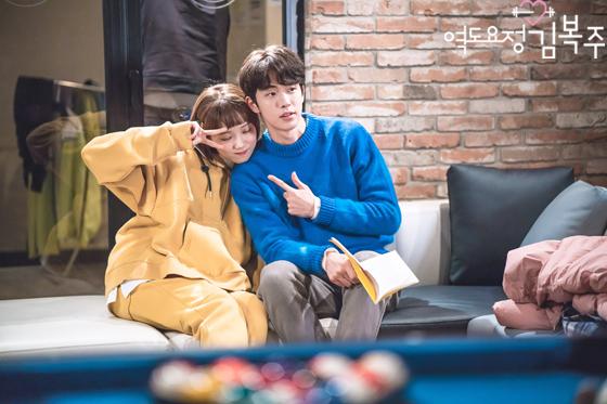 Những khoảnh khắc tình bể bình minh chứng cặp đôi YG Lee Sung Kyung và Nam Joo Hyuk là chân ái - Ảnh 17.