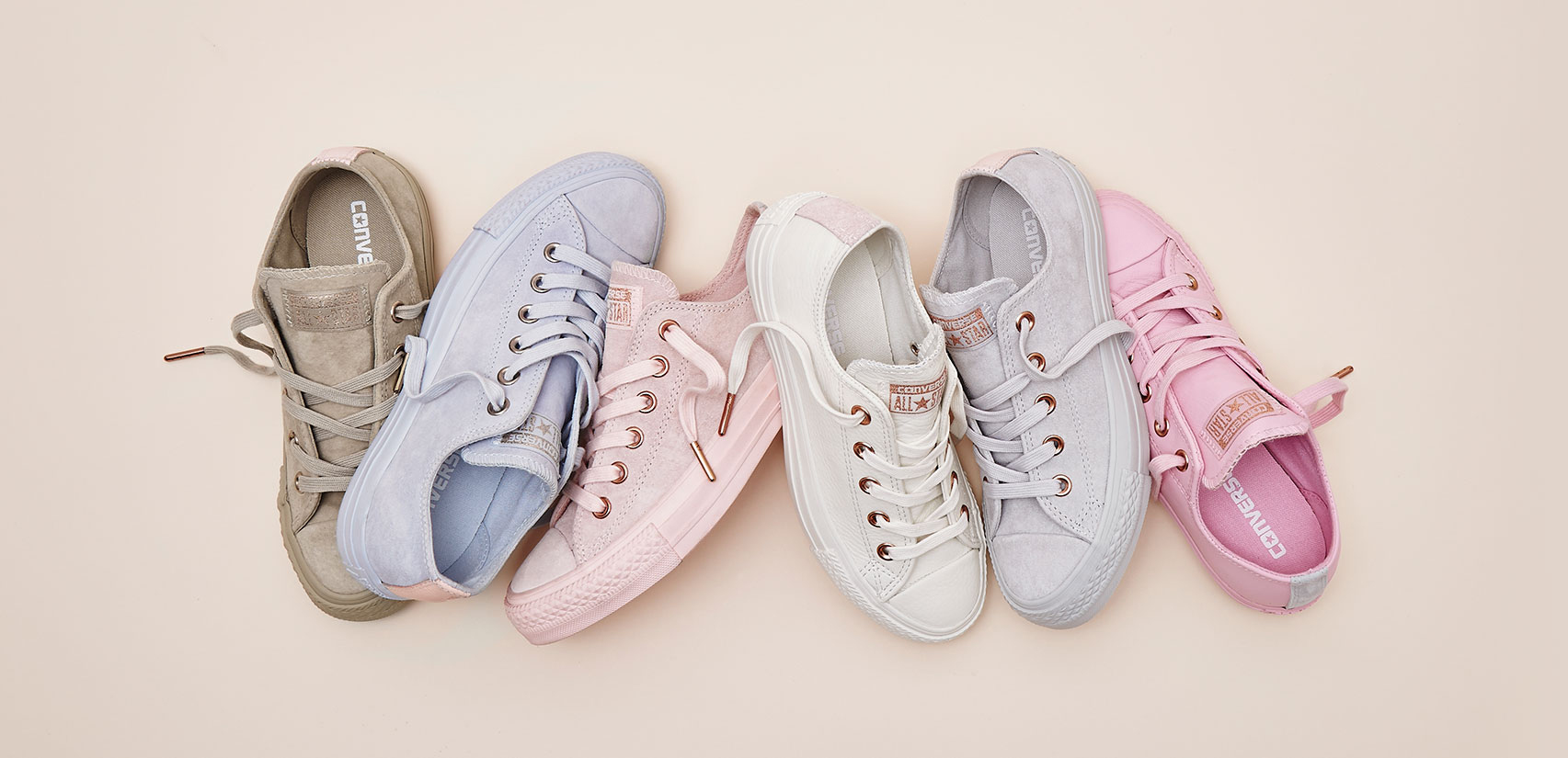 Không phải sneaker đen hay trắng, sneaker màu bánh bèo mới là boss trong lòng con gái Việt thời gian này - Ảnh 3.