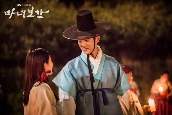 Khổ thân 5 sao nữ Hàn chưa đủ 18 đã phải đóng cảnh yêu đàn anh già hơn cả giáp - Ảnh 4.