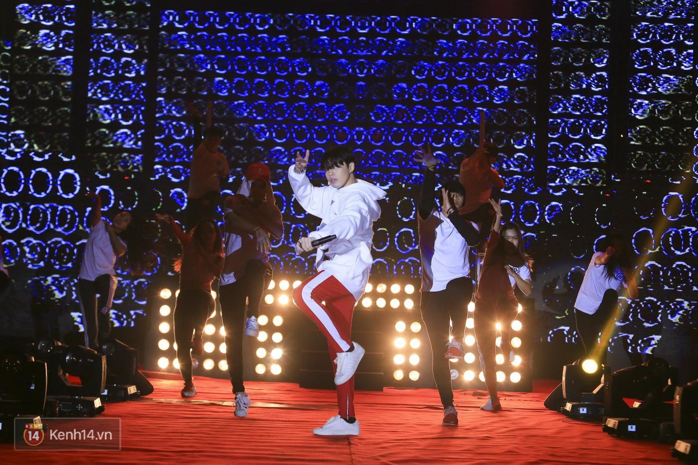 Noo Phước Thịnh tập trung cao độ cho buổi tổng duyệt chính thức trước thềm liveshow kỉ niệm 9 năm ca hát - Ảnh 12.