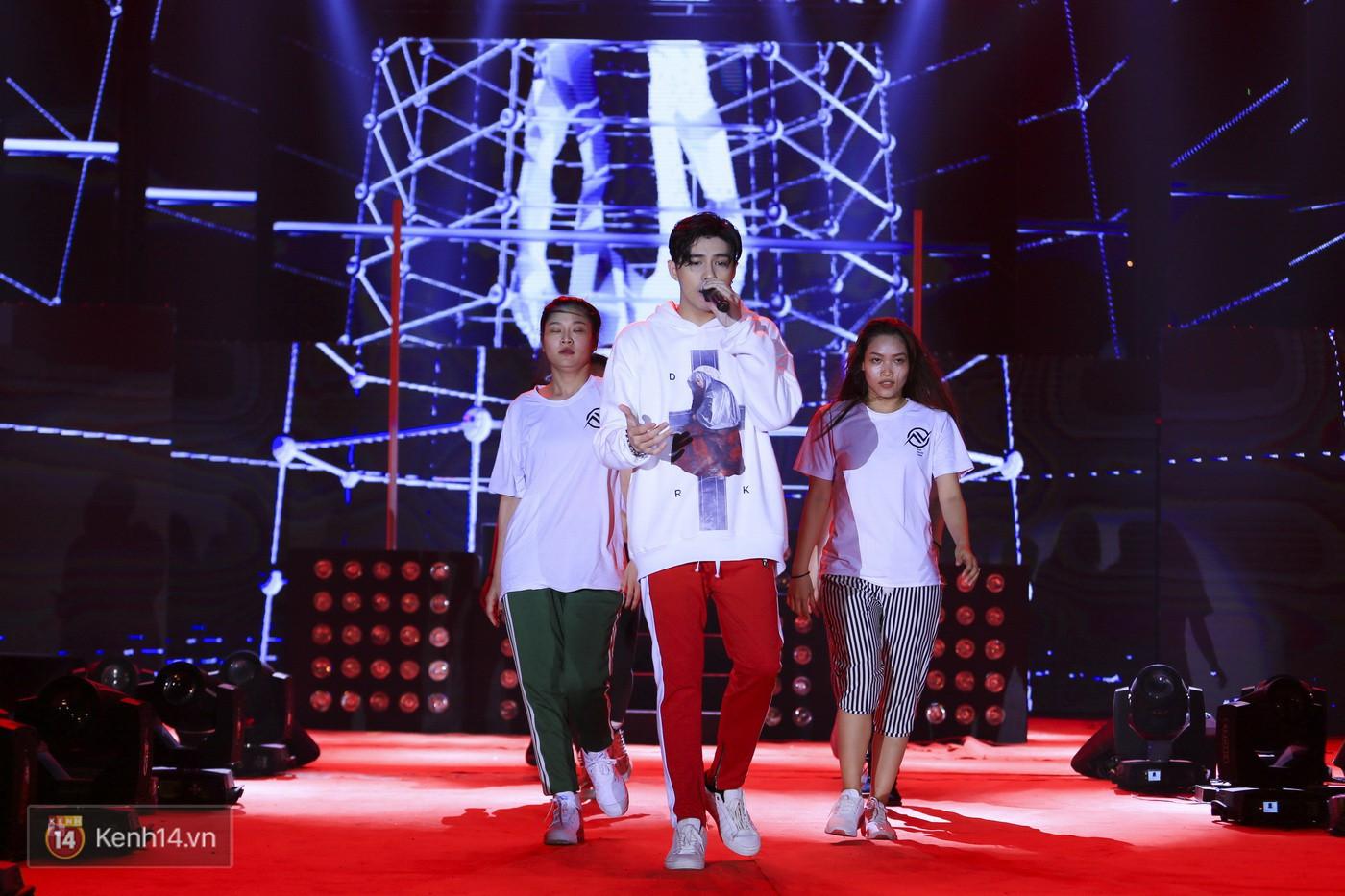Noo Phước Thịnh tập trung cao độ cho buổi tổng duyệt chính thức trước thềm liveshow kỉ niệm 9 năm ca hát - Ảnh 8.