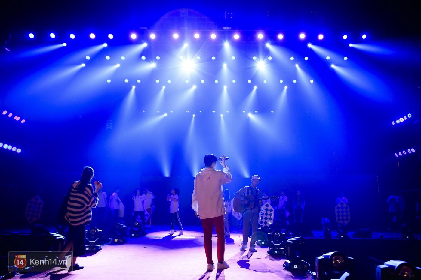 Noo Phước Thịnh tập trung cao độ cho buổi tổng duyệt chính thức trước thềm liveshow kỉ niệm 9 năm ca hát - Ảnh 18.