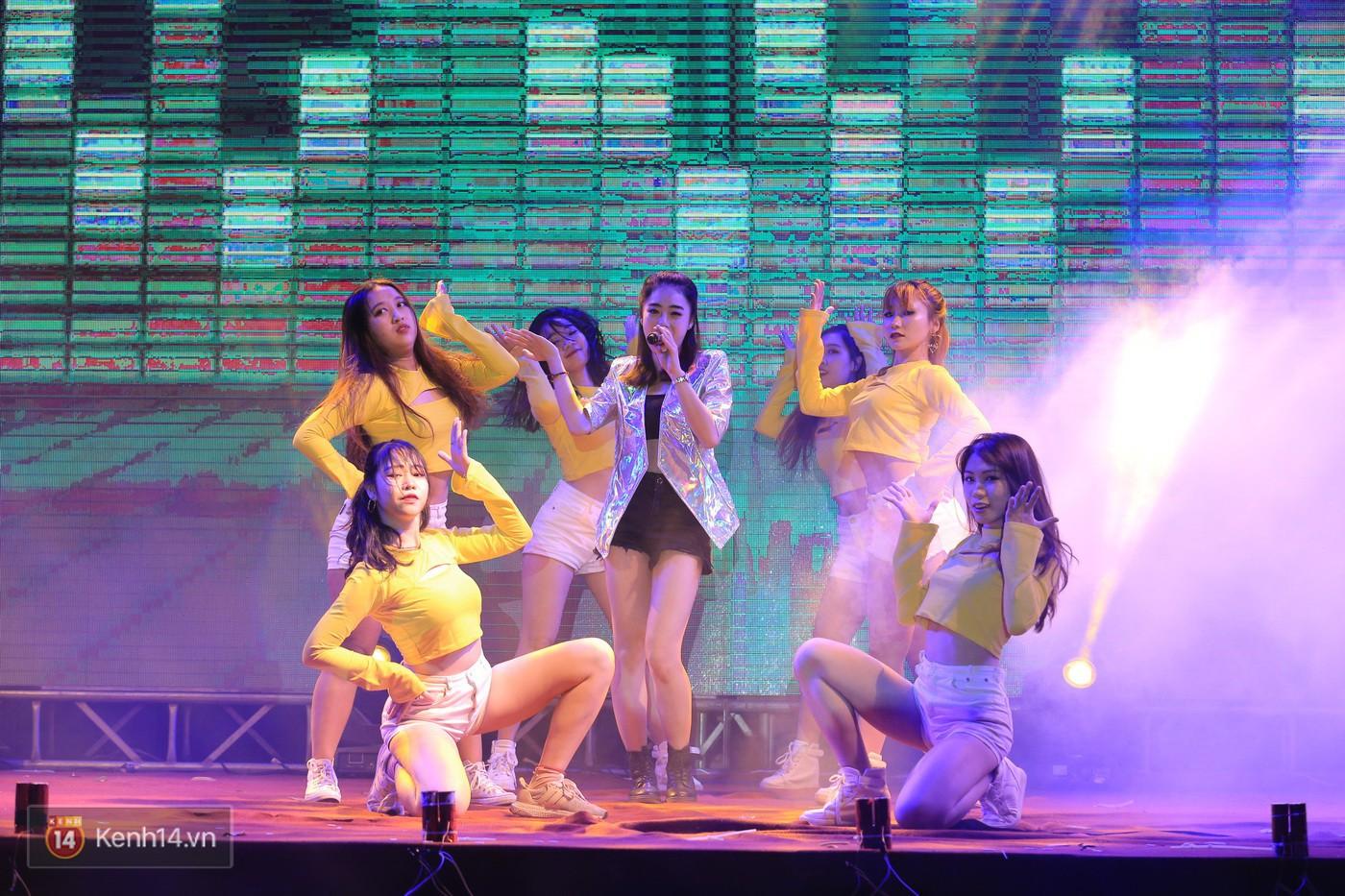 Trai xinh gái đẹp trường Lê Quý Đôn (Hà Nội) quẩy tưng bừng trong prom chào mừng 20/11 - Ảnh 13.