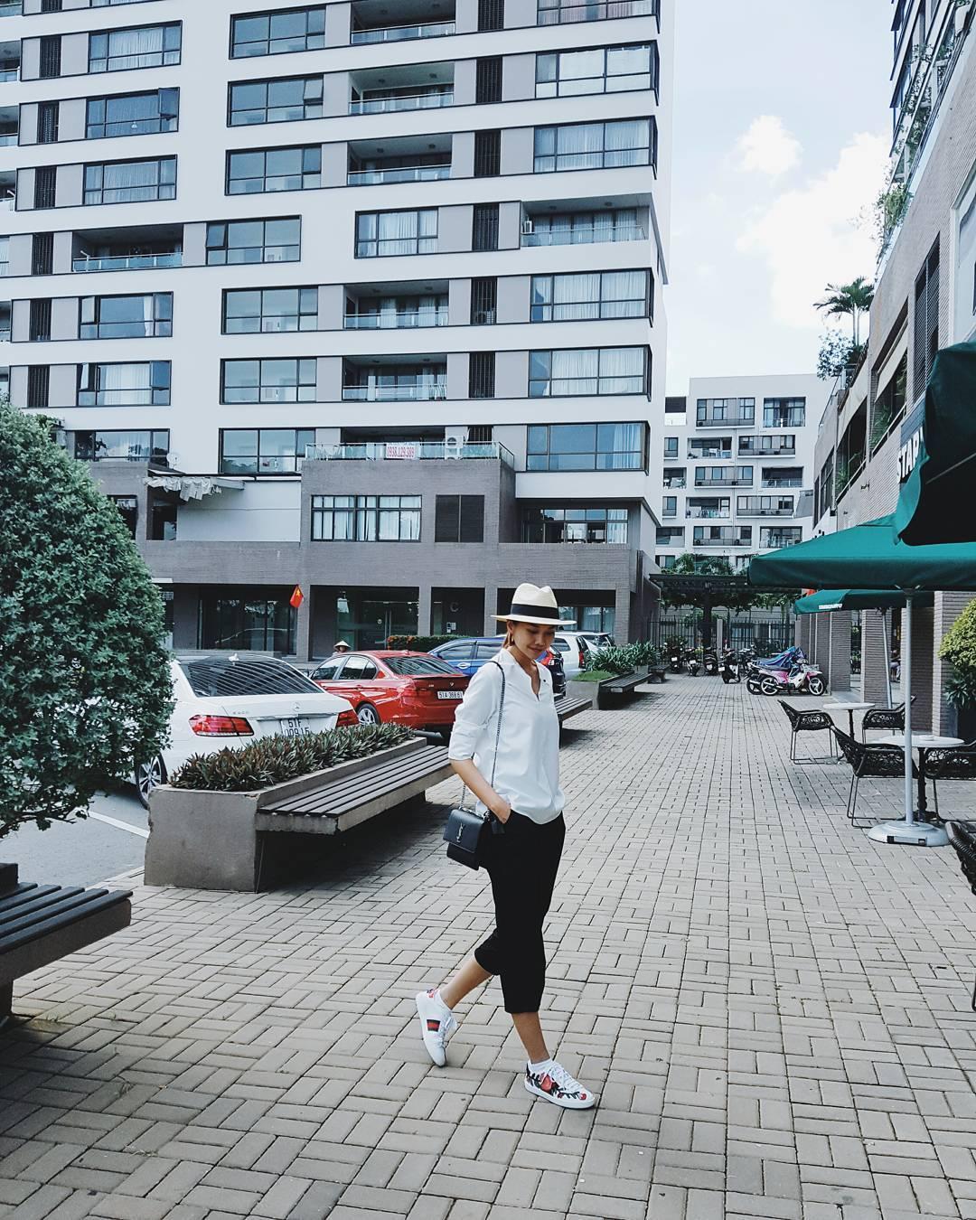 Giày sneaker thêu, xu hướng hoa hòe hoa sói mà bạn cứ lướt Instagram là gặp thời gian này - Ảnh 4.