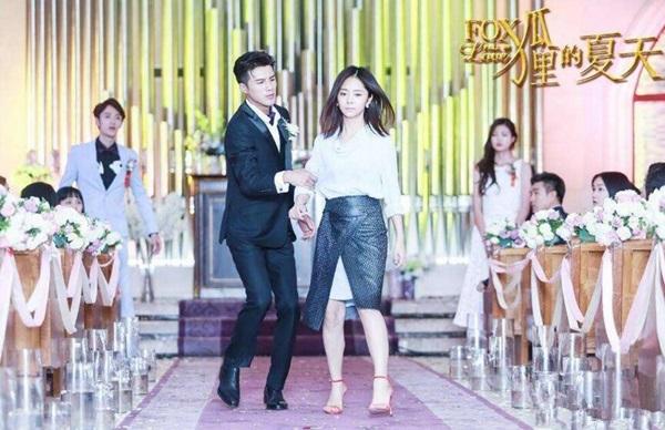 Câu chuyện bao nuôi của vợ chồng Khương Triều và Đàm Tùng Vận trong phim Mùa hè của hồ ly