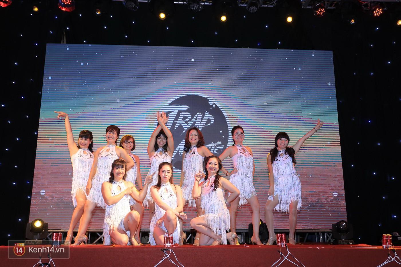 Trai xinh gái đẹp trường Lê Quý Đôn (Hà Nội) quẩy tưng bừng trong prom chào mừng 20/11 - Ảnh 14.
