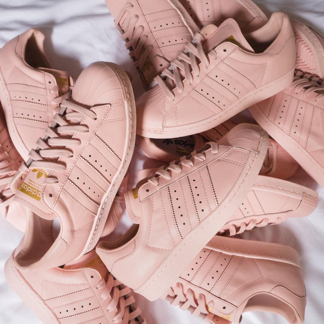 Không phải sneaker đen hay trắng, sneaker màu bánh bèo mới là boss trong lòng con gái Việt thời gian này - Ảnh 4.