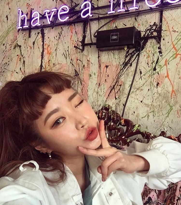 Con gái từ Hàn sang Việt cứ đập cả mặt với tiêm má tròn căng, lẽ nào xu hướng mặt phù sắp tiếm ngôi mặt V-line? - Ảnh 5.