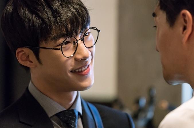 Chó Điên: Ngoài vòng một triệu view của Hwayoung thì phim có gì? - Ảnh 6.