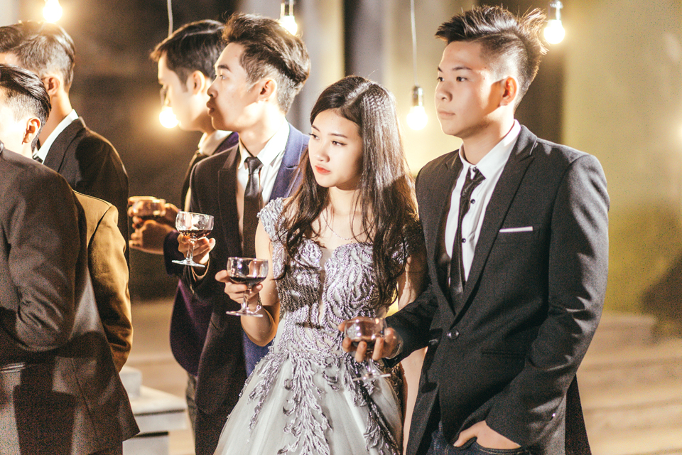Độc nhất ở Thái Bình: Lớp học chi 40 triệu/đêm để hóa thân sang chảnh trong ảnh kỷ yếu phong cách dạ hội - Ảnh 2.