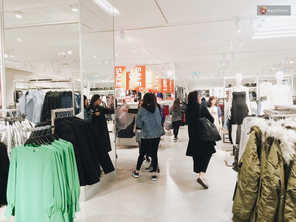 Thông báo sale tới 50%, H&M khiến tín đồ thời trang Hà Nội hụt hẫng vì sale quá ít đồ và không sale đồ Đông - Ảnh 10.