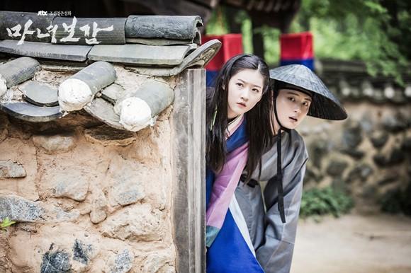 Khổ thân 5 sao nữ Hàn chưa đủ 18 đã phải đóng cảnh yêu đàn anh già hơn cả giáp - Ảnh 3.