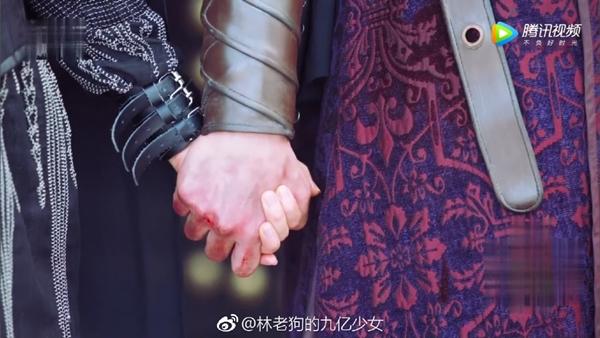 """""""Sở Kiều Truyện"""": Triệu Lệ Dĩnh nắm tay nam phụ, hiên ngang ra pháp trường - Ảnh 3."""