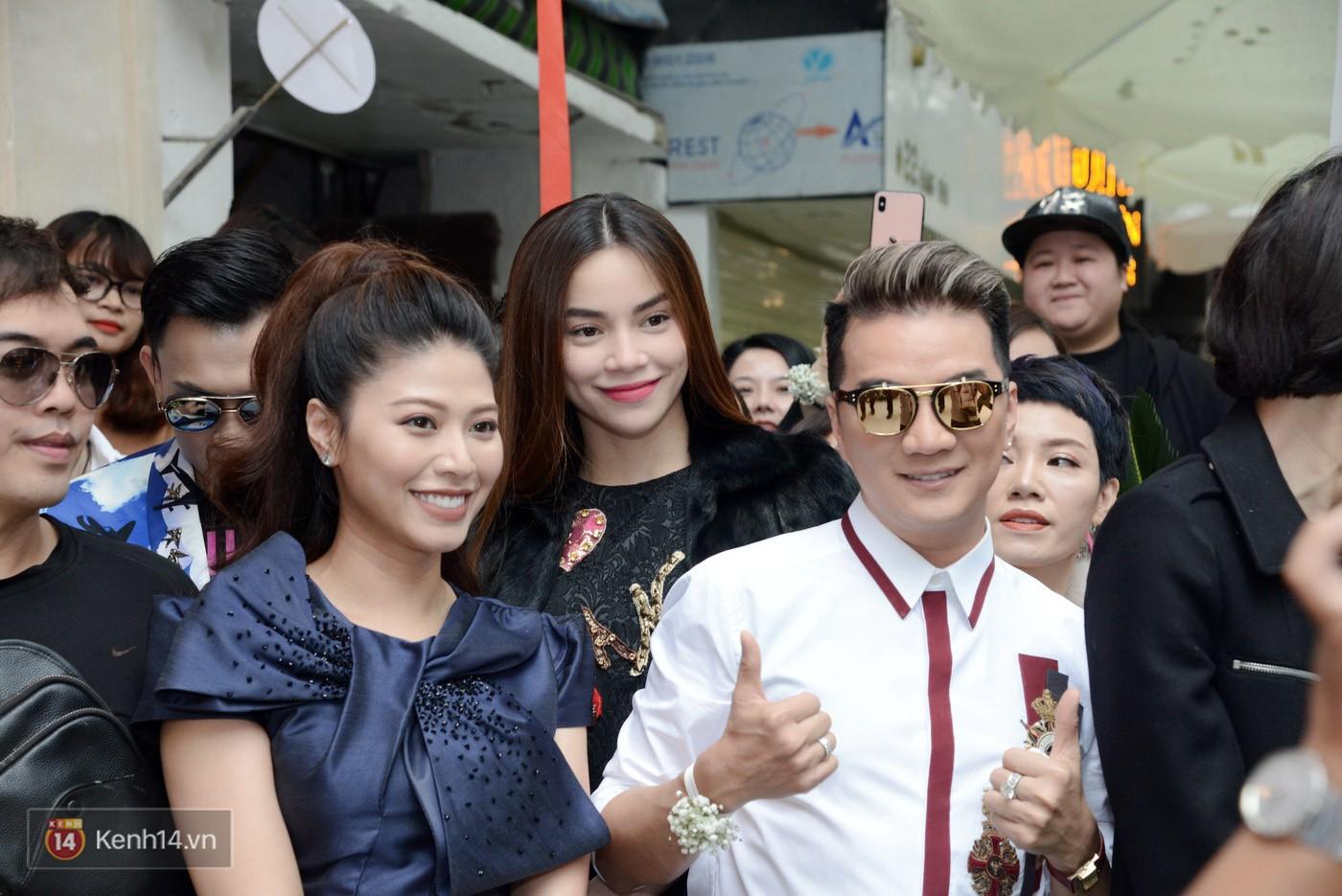 Sơn Tùng và Soobin Hoàng Sơn gây thích thú khi xuất hiện như anh em sinh đôi tại sự kiện - Ảnh 15.