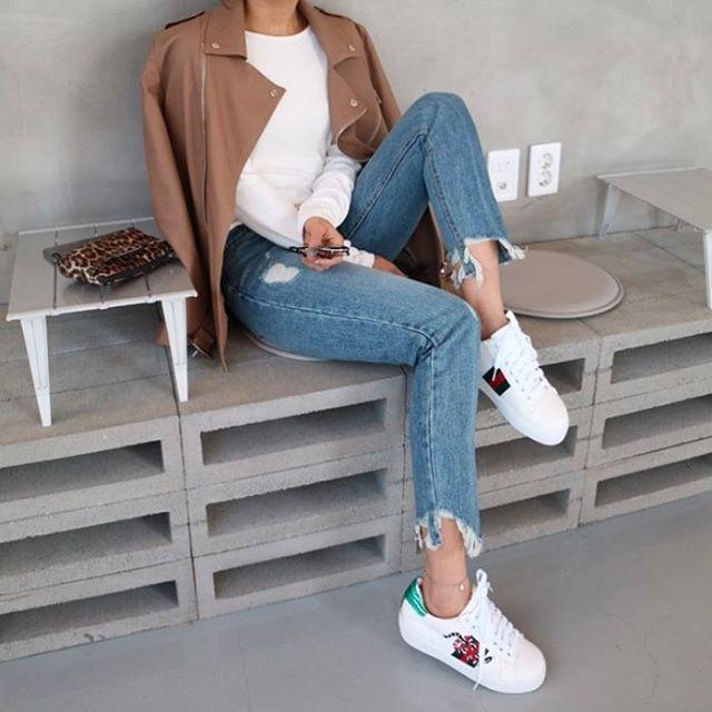 Giày sneaker thêu, xu hướng hoa hòe hoa sói mà bạn cứ lướt Instagram là gặp thời gian này - Ảnh 7.