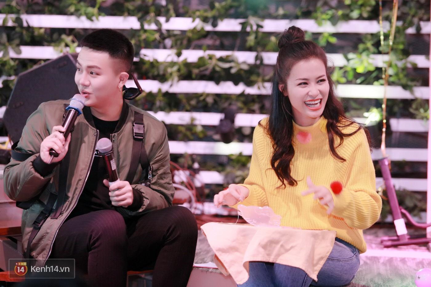 Đông Nhi nghẹn ngào rơi nước mắt trước tình cảm của fan Hà thành trong buổi fan-meeting - Ảnh 2.