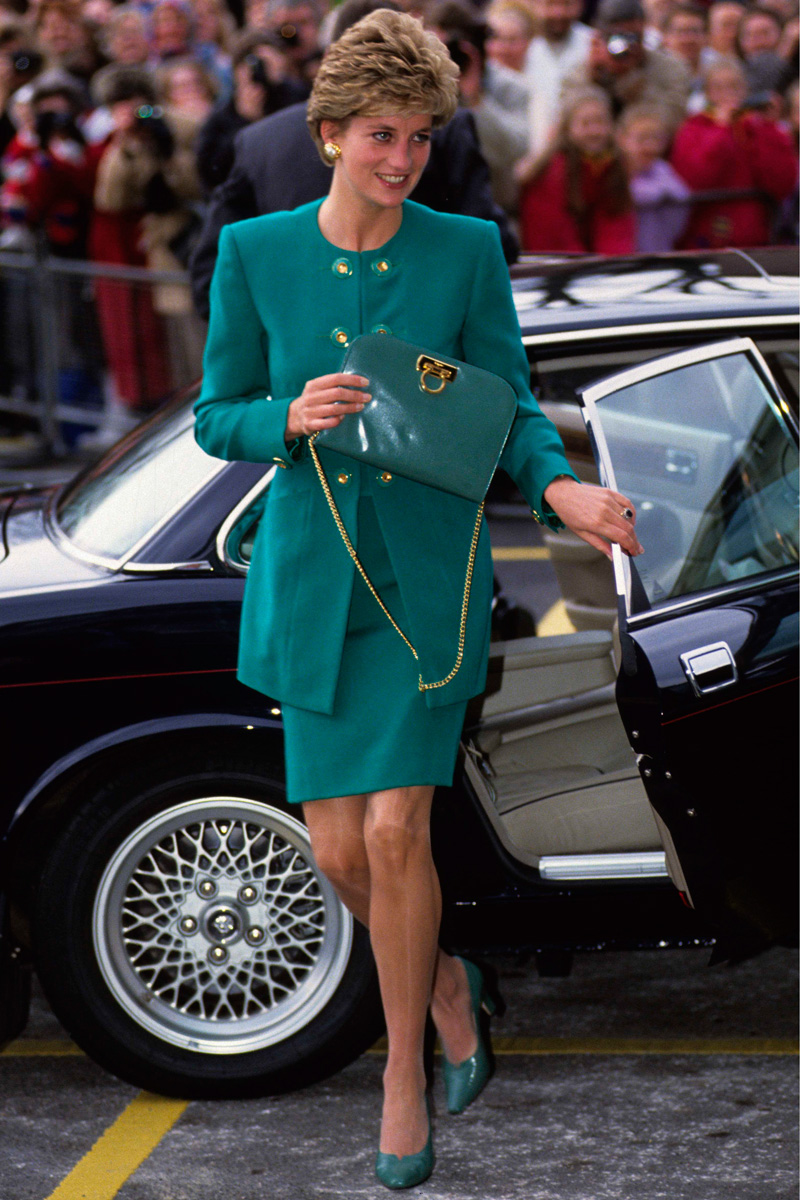 Công nương Diana, fashion icon hoàng gia duy nhất sở hữu đến 2 mẫu túi hàng hiệu đình đám được đặt theo tên mình - Ảnh 1.