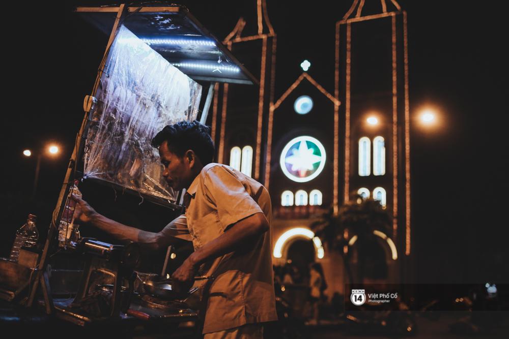 Xe hàng rong 25 năm và một tổ ấm đơn sơ của anh gù nhà thờ Đức Bà Sài Gòn - Ảnh 1.